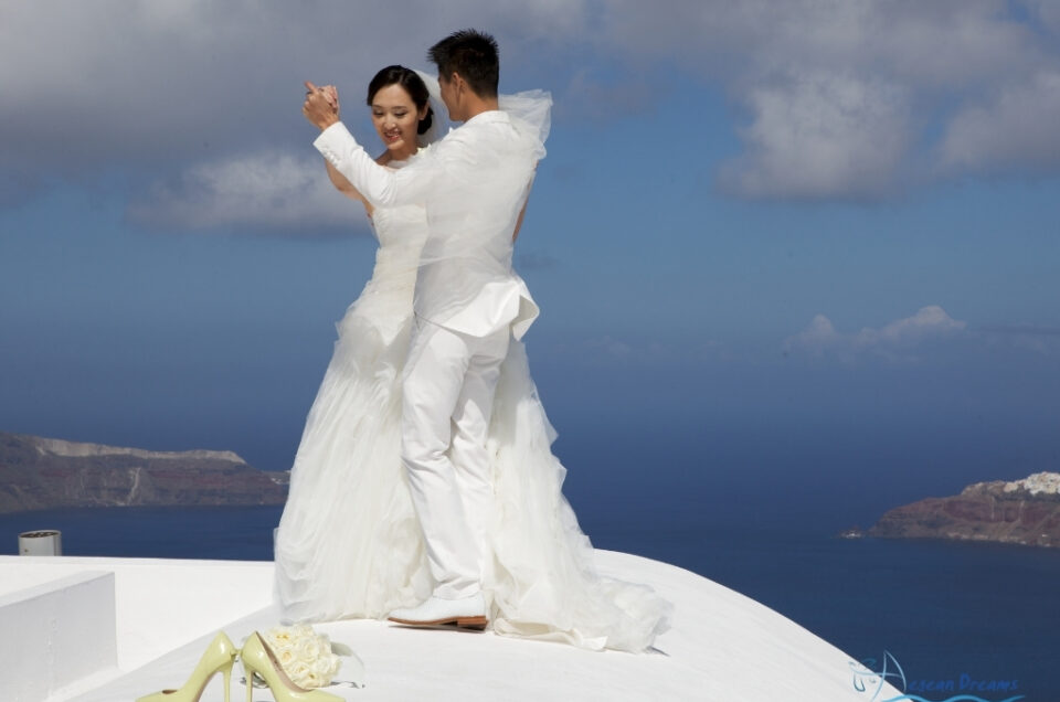Yin & Cheng elopement style wedding and photography tour in Santorini